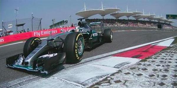 F1, dominio Mercedes in Cina: trionfa Hamilton. Rosberg secondo, Vettel terzo e Raikkonen quarto