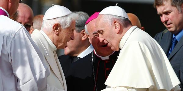 Benedetto XVI compie 88 anni | Papa Francesco gli dedica la messa mattutina