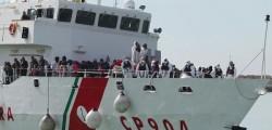 immigrati nuova strage del mare, nuova strage trovati 40 cadaveri in un barcone, trovati 40 cadaveri di immigrati in un barcone, tragedia del mare trovati 40 cadaveri in un barcone, ancorsa una tragedia del mare, cadaveri nella stiva morti per soffocamento