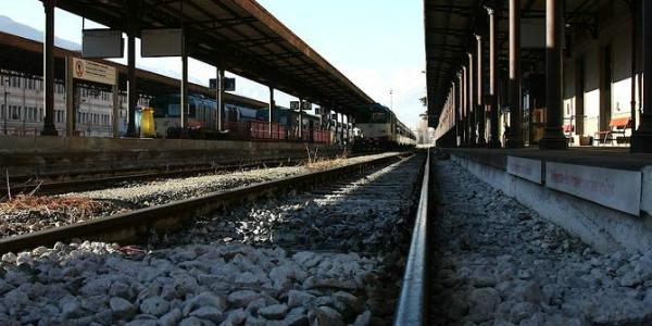 Tragedia a Messina, 14 enne travolta da treno