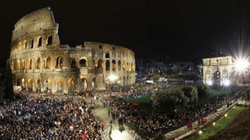 La Via Crucis di Papa Francesco: presenti 20mila fedeli