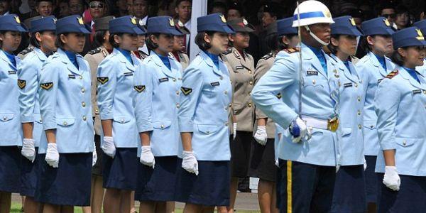 """Indonesia, test delle """"due dita"""" per le soldatesse   Human Rights: """"Discriminazione da abolire"""""""