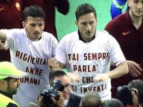 derby della capitale, Florenzi, ironia derby, Lazio, Lazio-Roma, maglia Totti, maglietta Florenzi, maglietta Totti, risultati serie A, Roma, serie A, totti