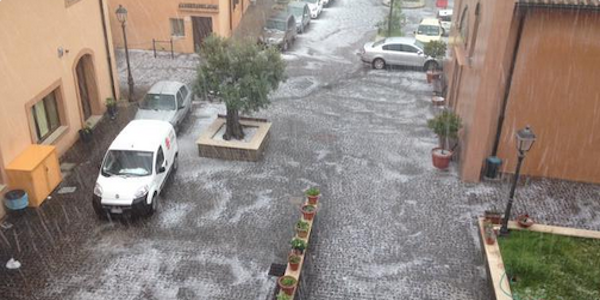 Dopo il caldo, il diluvio: temporali al Nord| Grandine in Lombardia, Veneto e Alto Adige