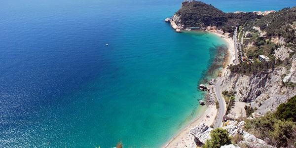 Spiaggia-di-Varigotti-liguria-bandiere-blu.jpg (600×300)
