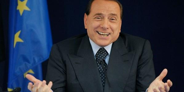 Folla per Berlusconi in corso Como: