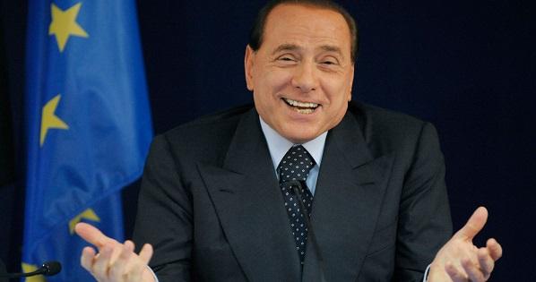 """Silvio Berlusconi dimesso dall'ospedale: """"Sto bene, farò la campagna elettorale"""""""