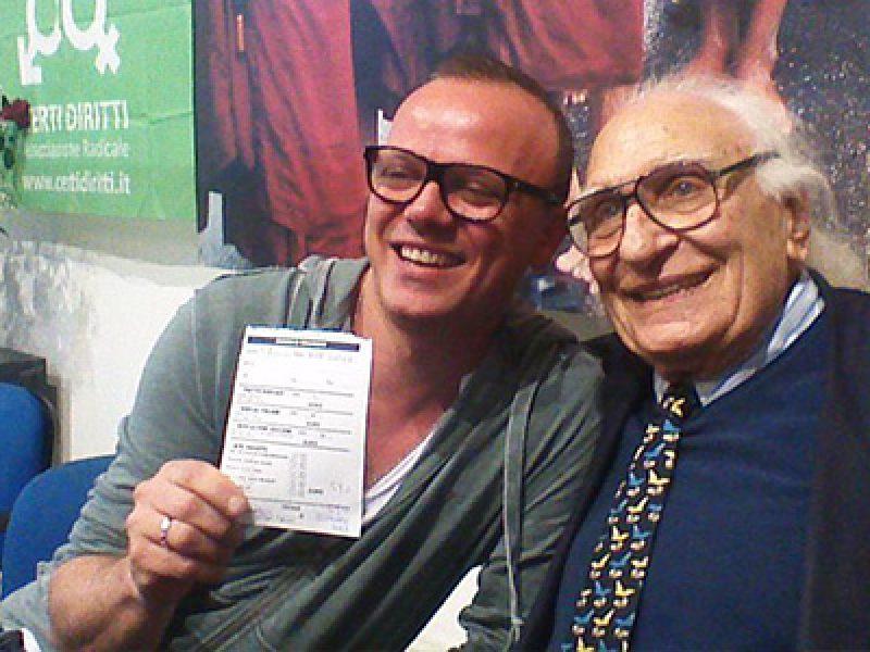Gigi d 39 alessio si iscrive al partito radicale e si scatta for Diretta radio radicale
