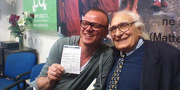 Gigi d 39 alessio si iscrive al partito radicale e si scatta for Diretta radio radicale tv