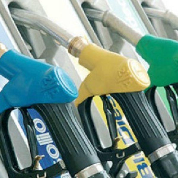 Vola il prezzo del petrolio e aumenta il costo della benzina