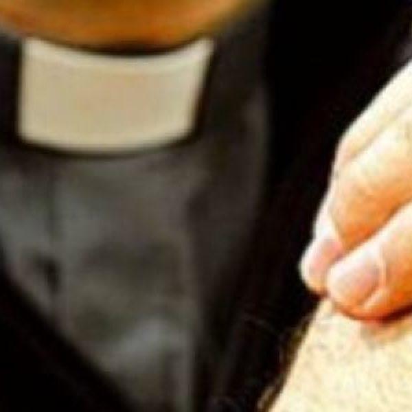 Vittima di pedofilia denuncia un prete: