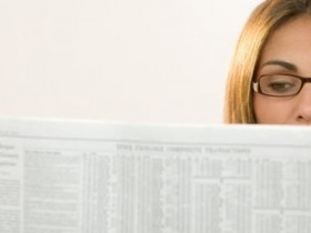 woman_reading_newspaper.700x465