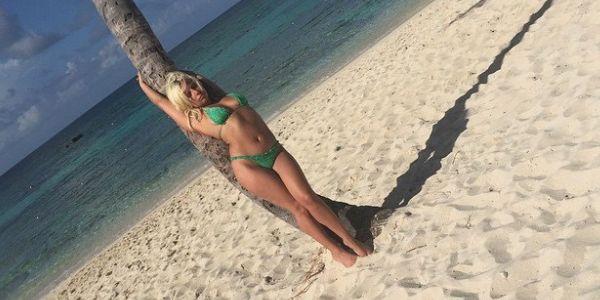 Lady Gaga, scatti sexy e relax alle Bahamas /FOTO
