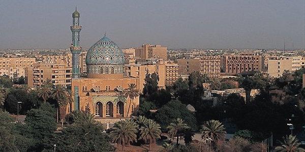 Baghdad, autobomba esplode in piazza: 33 morti | È strage nel giorno della visita di Hollande in Iraq