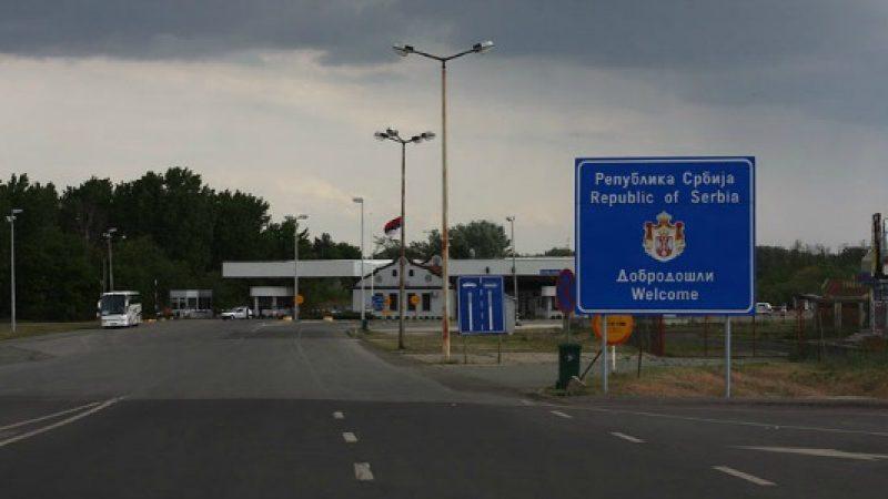 """Migranti, Ungheria: """"Costruiremo un muro""""   Gentiloni: """"Possibile accordo a luglio"""""""