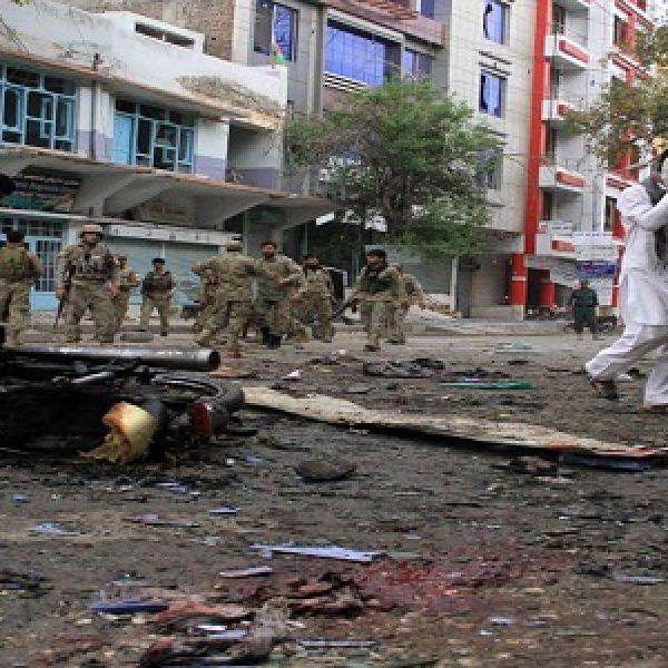 Autobomba a Kabul, almeno 27 vittime e 50 feriti |I militanti dei talebani hanno rivendicato l'attacco