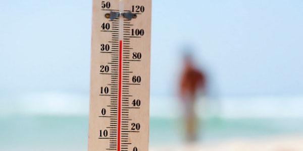 Caldo, due 72enni muoiono in spiaggia | Entrambi sono stati stroncati da un infarto