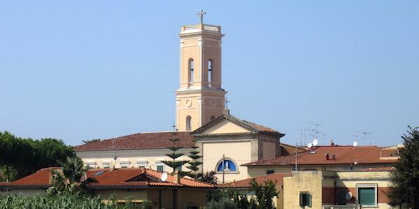 Livorno, prete trovato impiccato in canonica | I fedeli e il vescovo lo volevano cacciare