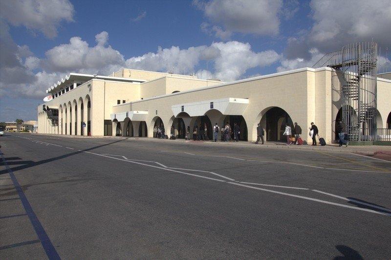 Malta, aereo dirottato con 118 persone a bordo | Ostaggi liberati, il dirottatore è stato arrestato