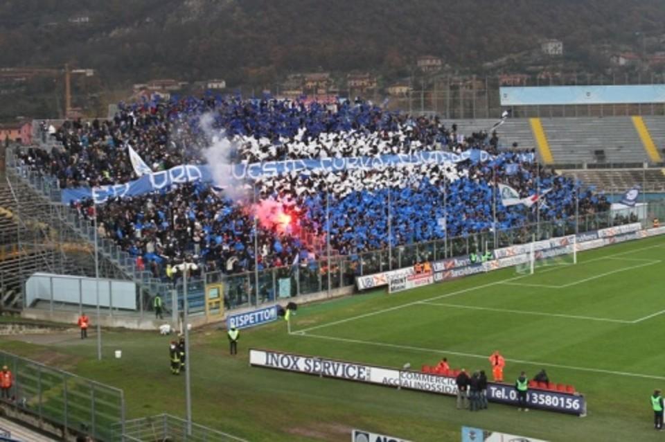 Brescia nel segno di Caracciolo: 2 a 1 al Cesena in rimonta. Quattro espulsi tra gli ospiti