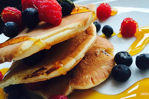 La ricetta dei pancake ai frutti di bosco /FOTO