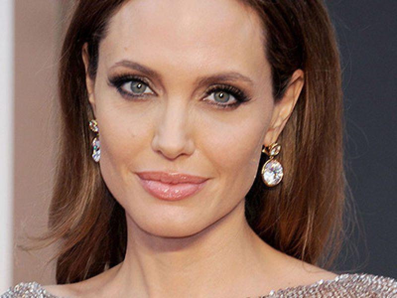 Angelina-Jolie-girera--film-per-Netflix-su-Khmer-rossi-in-Cambogia