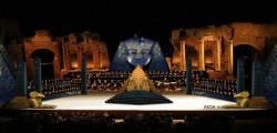 taormina opera stars, nabucco, traviata e aida al taormina opera stars, nuova scenografia al taormina opera stars
