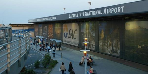 Etna in attività, riapertura parziale per l'aeroporto di Catania