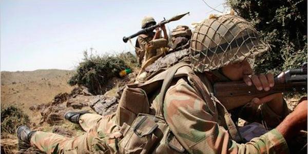 Almeno 140 soldati uccisi nell'attacco dei talebani a una base militare