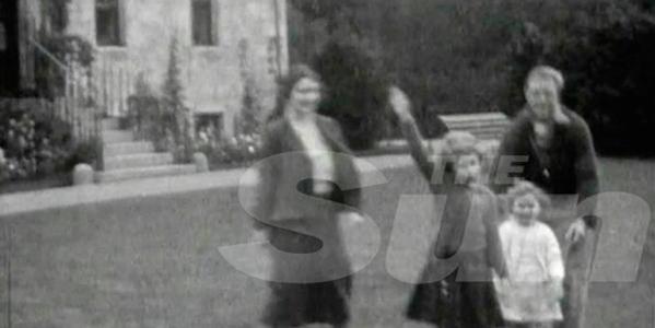 """La regina Elisabetta, """"The Royal Heilnesses""""   In un video la regina bambina fa il saluto nazista"""