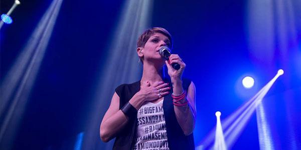 Alessandra Amoroso dovrà operarsi alle corde vocali: l'annuncio in un VIDEO su Facebook