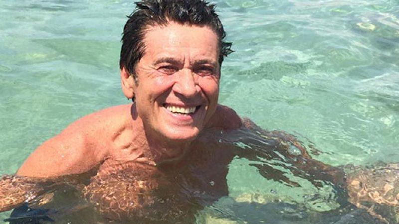 """Selvaggia Lucarelli """"smaschera"""" Gianni Morandi ma lui replica: """"Tutti i post e i commenti sono miei"""""""