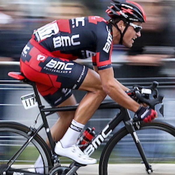 Ciclismo, cuore Van Avermaet: la Parigi - Roubaix è sua! Quinto Moscon. Boonen saluta fra gli applausi