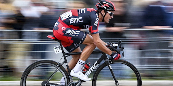 Ciclismo, cuore Van Avermaet: la Parigi – Roubaix è sua! Quinto Moscon. Boonen saluta fra gli applausi