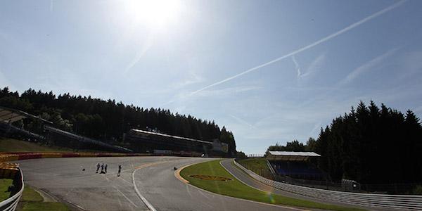 F1, per Rosberg incidente e primo tempo nelle libere. Ferrari non al top