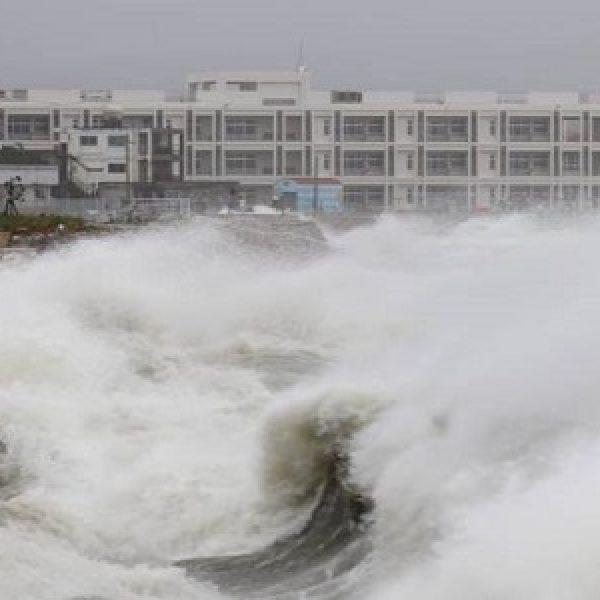 Allarme in Giappone per il tifone Jebi: il più potente degli ultimi 25 anni