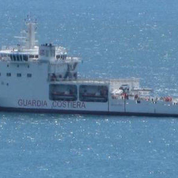 Migranti, la nave Diciotti approderà a Trapani