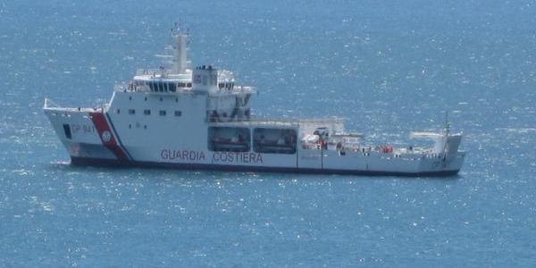 Trapani, ultimato lo sbarco dei migranti della nave Diciotti