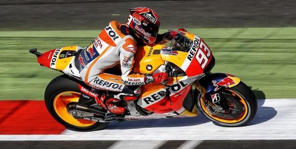 MotoGP, mostruosa pole di Marquez a Silverstone. Secondo Lorenzo, terzo Pedrosa, Rossi è quarto