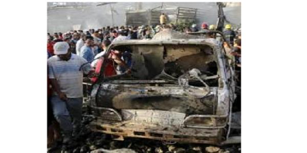 Baghdad, camion bomba in un mercato | L'attentato rivendicato dall'Isis: 76 morti