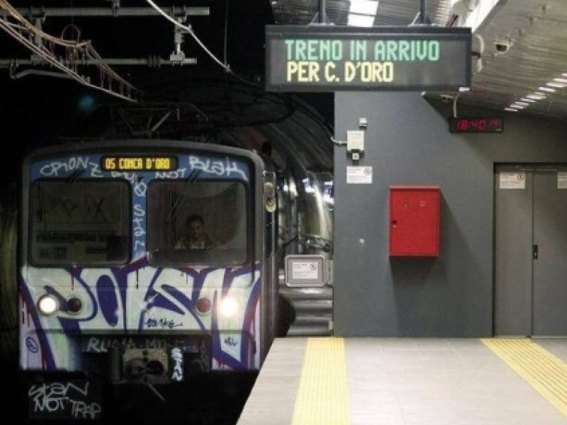 donna binari metro, incidente metro Roma, Roma donna binari, roma spinta binari