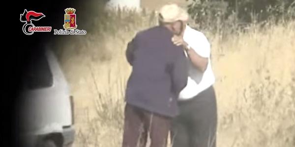 """Messina Denaro, arrestati 11 fiancheggiatori   Comunicavano con i 'pizzini' <u><b><font color=""""#343A90"""">VIDEO</font></u></b>"""