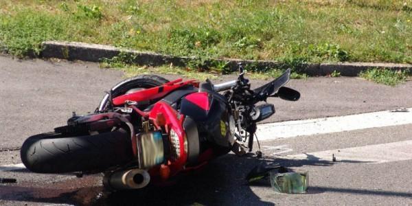La Spezia, frontale tra auto e moto: un morto