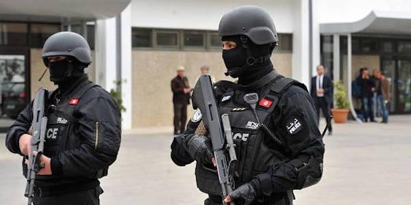 Tunisia - Attacco jihadista: morti un poliziotto e tre terroristi