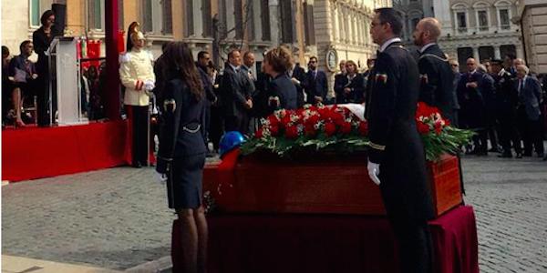 L 39 ultimo commosso saluto a pietro ingrao piazza for Piazza montecitorio 12