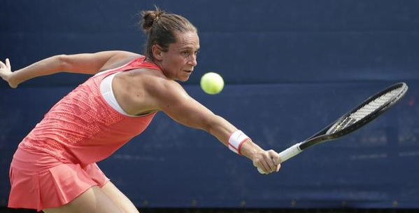Tennis, la Vinci conquista San Pietroburgo. Battuta la Bencic in due set