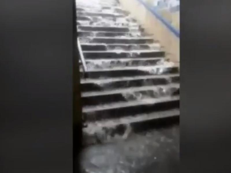 Maltempo a roma allagata la metro a video si24 - Metro porta furba roma ...