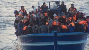 Migranti, fermati dieci scafisti | Oggi nuovi sbarchi, salvate 252 persone