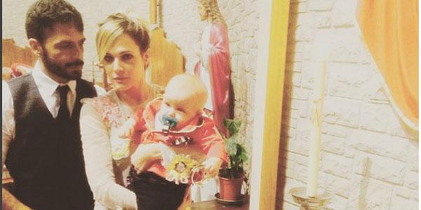 Gossip, Laura Chiatti e Marco Bocci litigano con i paparazzi al battesimo di Enea: le FOTO finiscono sui social