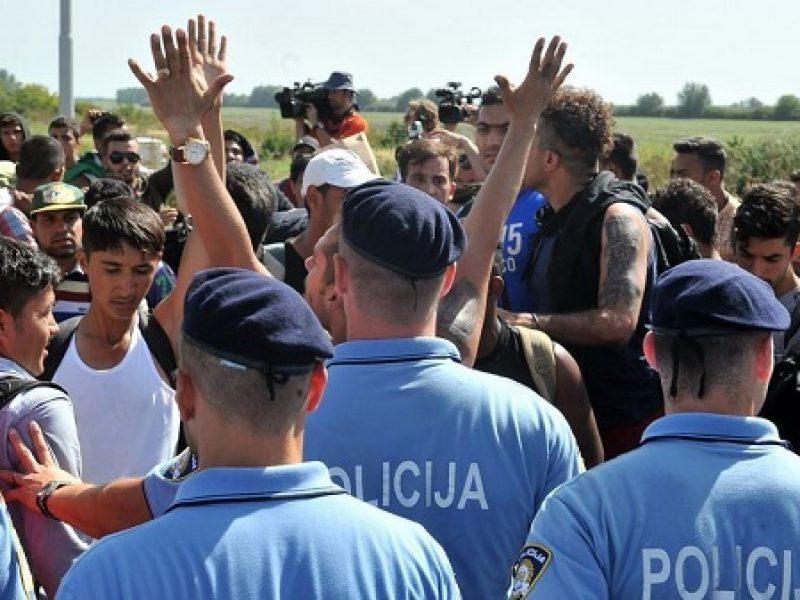 migranti croazia chiude frontiera ai camion, croazia chiude frontiera, croazia no ai camoin, migranti croazia chiusa frontiera